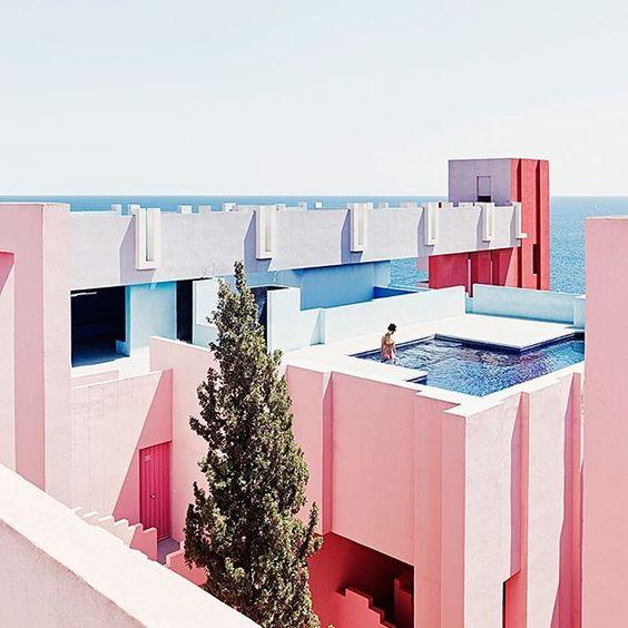 Ricardo Bofill - La Muralla Roja