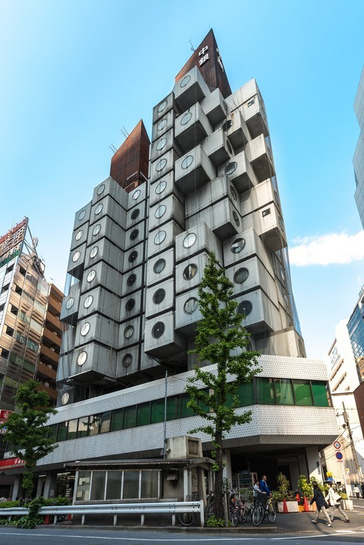 Nakagin-Capsule-Tower-Tokyo.-Immagine-©-utente-Wikimedia-Jordy-Meow-sotto-licenza-CC-BY-SA-3.0