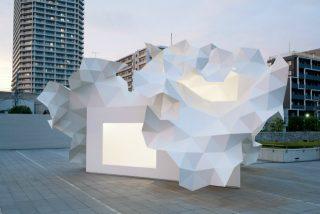 L'ispirazione per la forma bianca viene dall'astratta simmetria dei rami, tramite i quali avviene l'efficiente fotosintesi ©2011 Takumi Ota Photography.